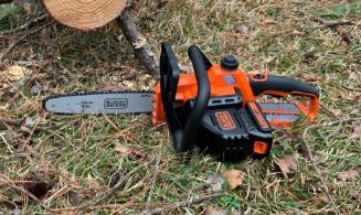 BLACK+DECKER LCS1020B Cordless Chainsaw